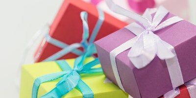 Najlepšie darčeky na 50 pre muža a ženu