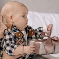 Najlepšie darčeky pre novorodencov a bábätka (+ rodičov)